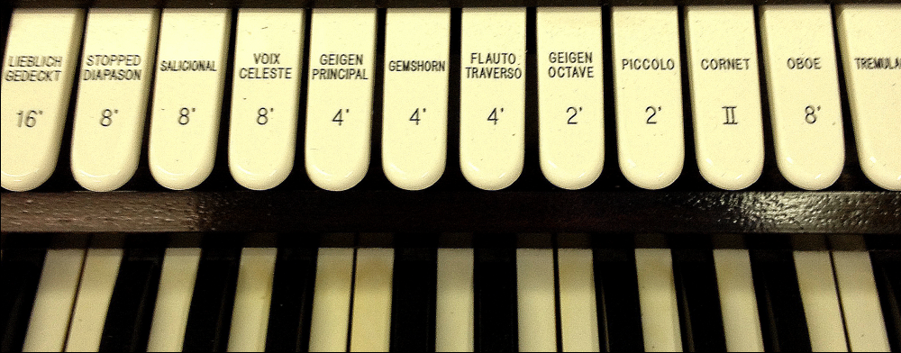 Pipe organ keys with different sound options